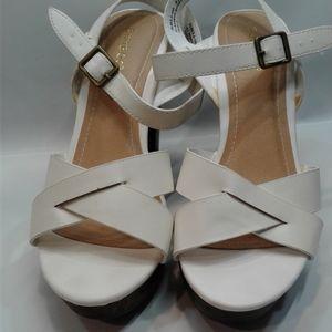 Bamboo Fabiola 8.5 white platforms heels